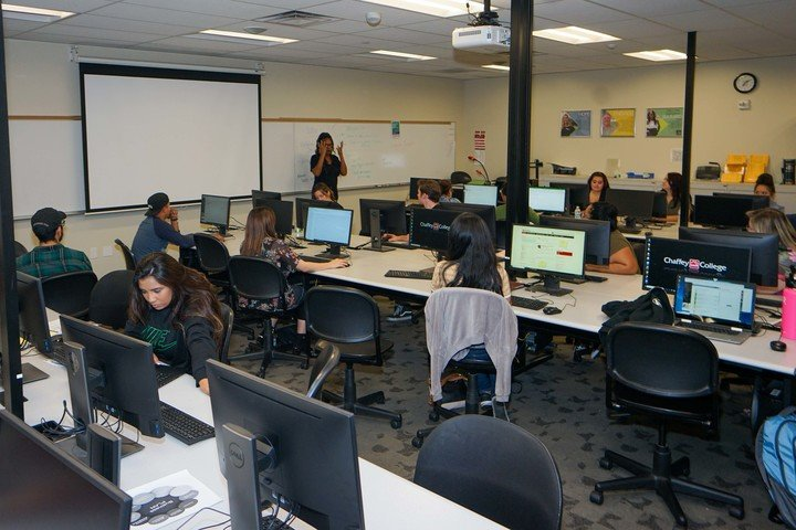 Students listen to a business technology lecture.